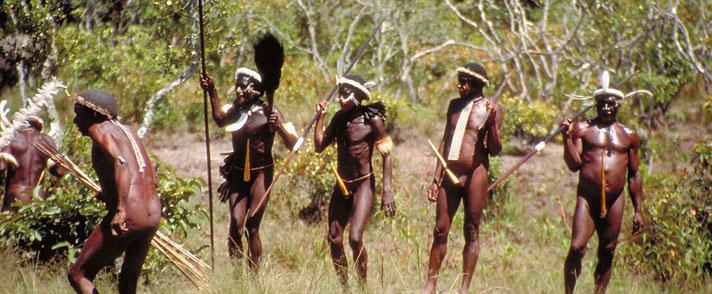 亞馬遜原始部落的男人們在搜尋獵物