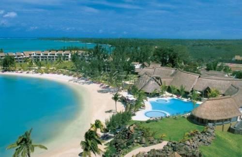酒店沿海岸及金色沙滩而筑, 在这里不仅可以在海滩上看到爬行的小蟹